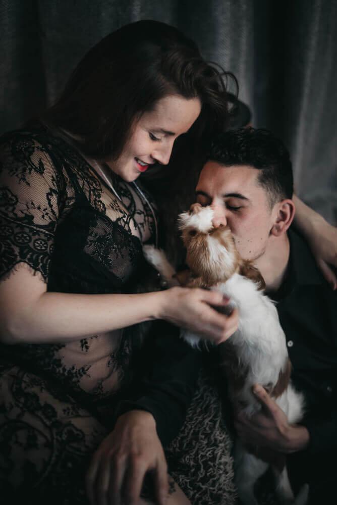 grossesse couple avec un chien