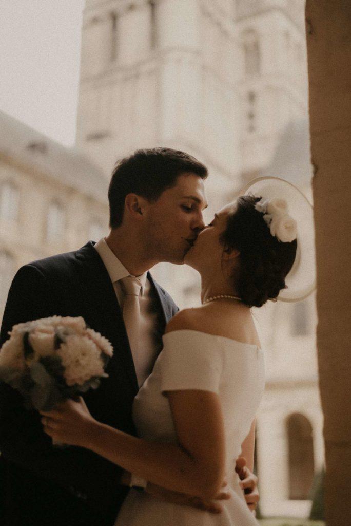 sortie église des mariés mariage normandie granville eirin photography